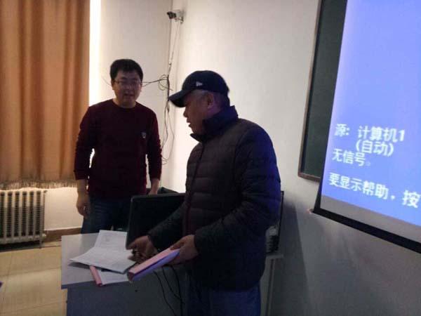 霍志军老师检查教学文件