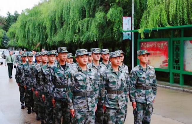 我院举行迎接军训教官暨2018级新生军训对接仪式