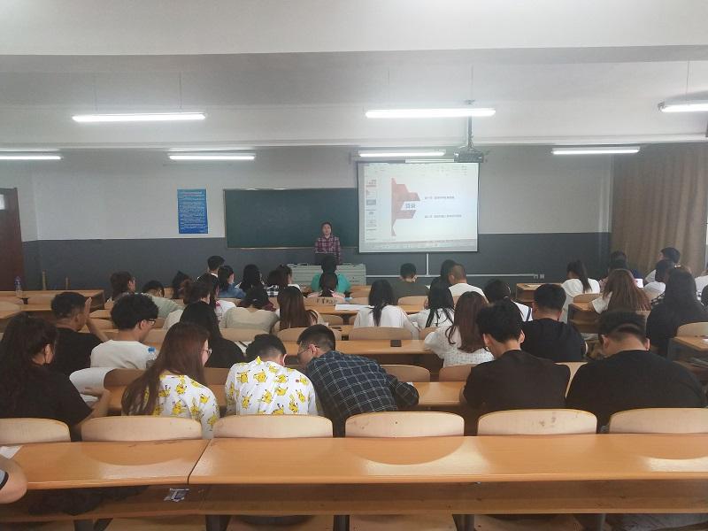 学院党委书记姜怀连一行深入思政课堂