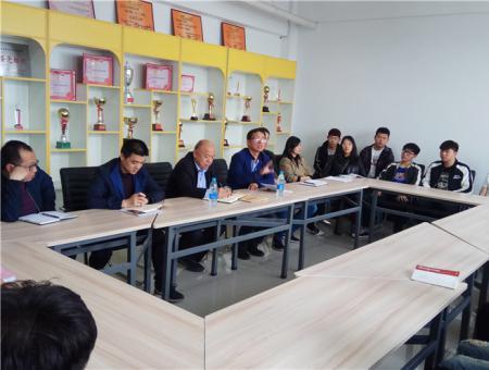 学院党委书记姜怀连到机电工程分院参加学生反馈座谈会